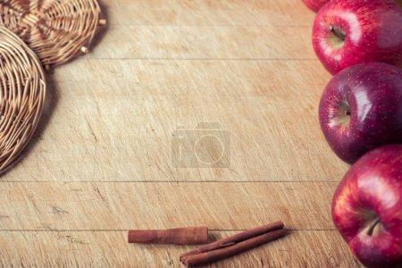 Photo pour Agriculture, agriculture, agriculture, pomme, pommier, automne, automne, arrière-plan, contexte, éducation, formation, shopping, brillant, lumineux, bouquet, bouquet, argile, rougeur, couleur, ferme, feuillage, nourriture, frais, gay, fruit, vert, non mûr, récolte, culture, santé, sain, ingrédient, inscription , - image libre de droit