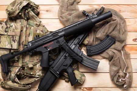 Photo pour Armes et équipements militaires des forces d'opérations spéciales soldat - image libre de droit