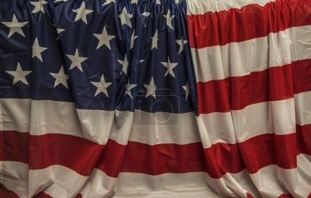 Photo pour Vieux fond vieilli de cru du drapeau de Grange Usa. Style rétro. - image libre de droit