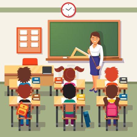 Illustration pour Leçon scolaire. Petits étudiants et professeurs. Salle de classe avec tableau vert, bureau des enseignants, tables d'élèves et chaises. Illustration vectorielle dessin animé de style plat - image libre de droit