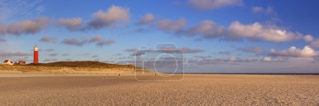 Маяк на острове Тексел в Нидерландах при утреннем свете