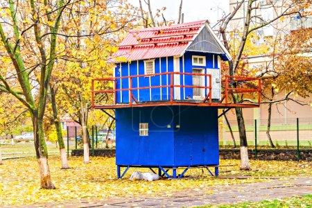 Photo pour La pigeonnerie bleue à l'automne . - image libre de droit