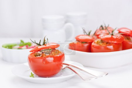 Stuffed tomatoes with tuna, parmesan and green beans