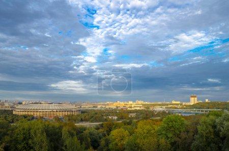 Photo pour Une vue du stade Luzhniki de moineaux au coucher du soleil. Moscou - image libre de droit