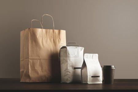 Presentation of retailer package set