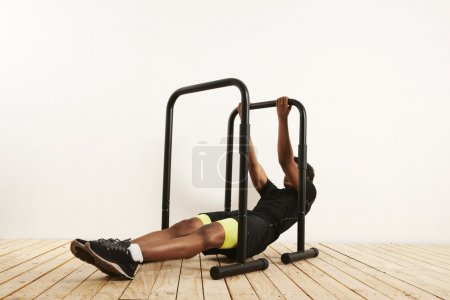 athlete doing bodyweight rows on mobile bars