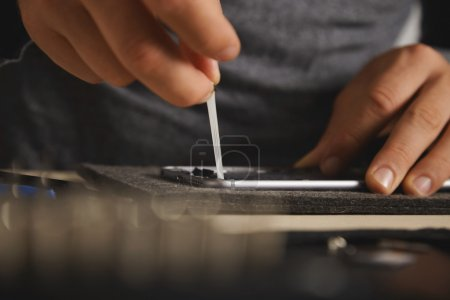 Removing battery glue from opened smartphone