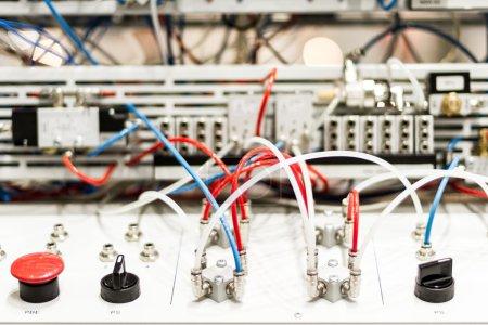 Photo pour Microcontrôleurs modernes et de haute technologie pour pistons pneumatiques - image libre de droit