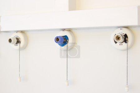 Photo pour Un système respiratoire artificiel dans un hôpital . - image libre de droit