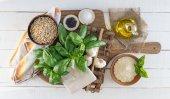 Pesto ingredience na tabuli rustikální