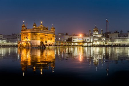 der goldene Tempel in der Abenddämmerung