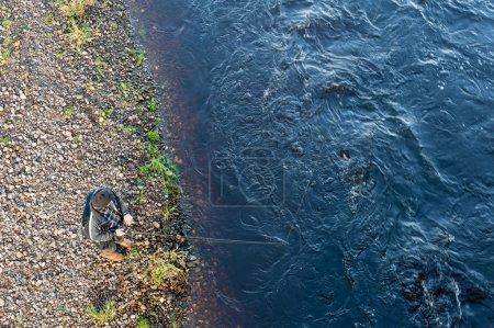 Photo pour Pêche à la ligne du saumon sur la rivière Deveron au pont Turriff, Écosse - image libre de droit