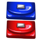 Modré a červené lesklé kabelky na bílém pozadí