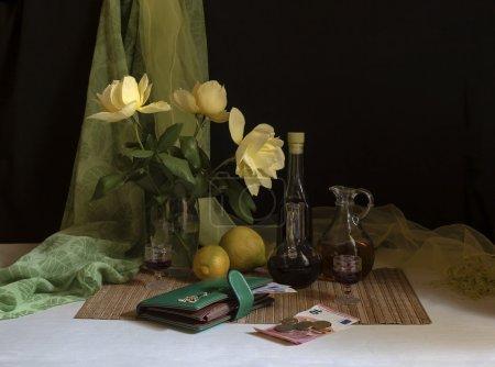 das Stillleben mit gelben Rosen