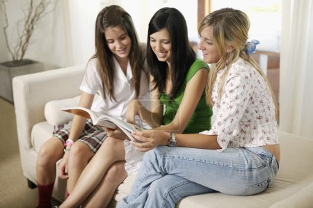 girls reading magazine