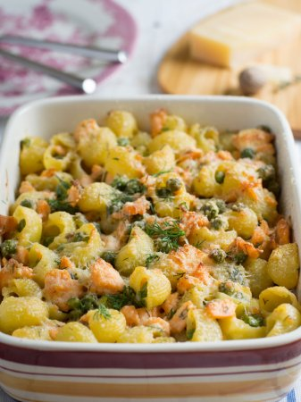 Pasta casserole with salmon and peas