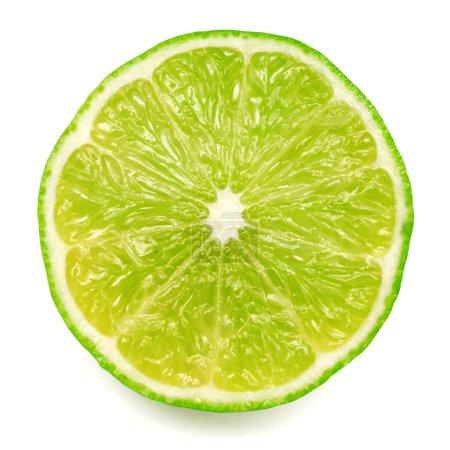 Photo pour La moitié du fruit de citron vert isolé sur fond blanc - image libre de droit