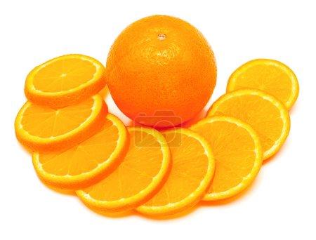 Photo pour Ensemble orange fruits et tranches isolés sur fond blanc - image libre de droit