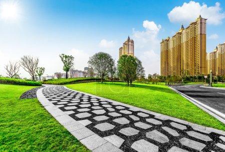 Photo pour Parc de la ville est le parc de la ville de cailloux et de la pelouse - image libre de droit