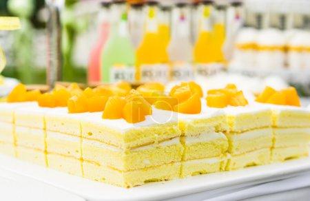 Photo pour Gâteaux à dessert crémeux frais et sucrés - image libre de droit