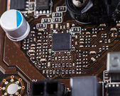 Makro detail počítače Pcb desky pomocí hnědé a blac