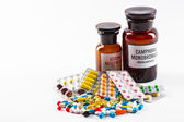 Léky tablety a kapsle v kádince