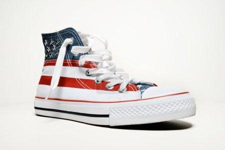 Photo pour Chaussures de basket-ball vintage avec drapeau usa - image libre de droit