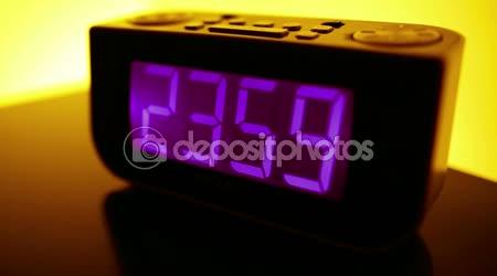 Odpočítávání do půlnoci na budík