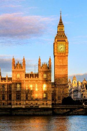 Photo pour Maisons du Parlement et de Big Ben à l'aube, Westminster, London, Uk - image libre de droit
