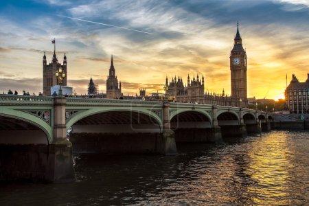 Big Ben al atardecer en Inglaterra, Reino Unido