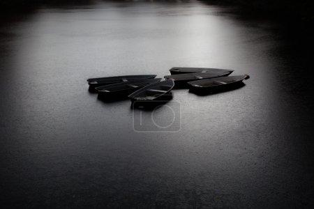 Photo pour Plan artistique noir et blanc des bateaux - image libre de droit