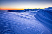 Horský hřeben křupavým sněhem vzory na šířku