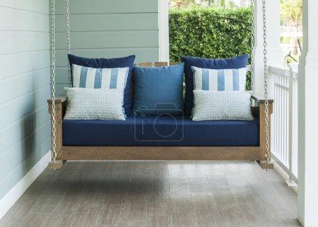 Photo pour Swing vintage et oreiller bleu - image libre de droit