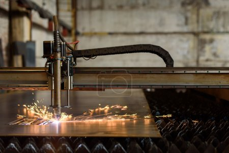 Welding device cutting plate on the heavy industry plant
