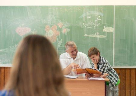 Photo pour Enfants à l'école. Retour à l'école. - image libre de droit