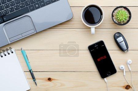 Iphone 5s open Netflix application