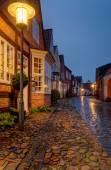 Staré tradiční dům v mokré Uldgade ulici v Dánsku Toender