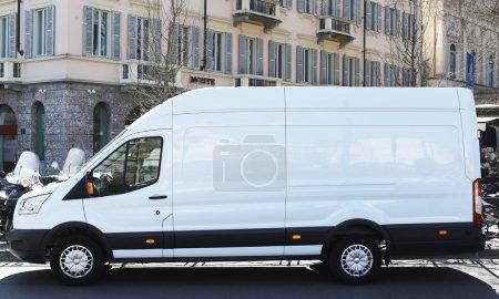 Photo pour Camion fourgon blanc blanc blanc extérieur - image libre de droit