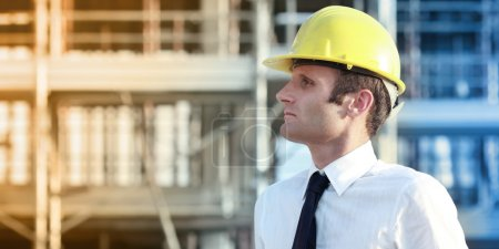 Photo pour Gestionnaire de constructeur au travail. concepts industriels - image libre de droit
