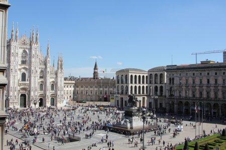 Foto de Vista aérea rara de la famosa plaza del Duomo en Milán, Italia - Imagen libre de derechos