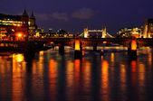 Požáry večerní Londýn