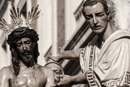 Foto de Procesión de la Hermandad de San Benito en la semana Santa en Sevilla - Imagen libre de derechos