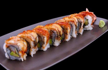 Foto de Cerca de sushi japonés con anguila llamada placa marrón Unagi roll - Imagen libre de derechos