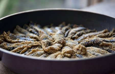 Fried anchovy (hamsi)