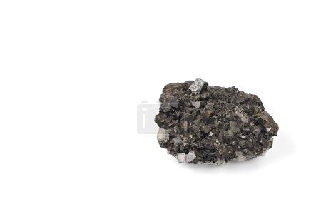 Photo pour Bloc de minerai noir sur fond blanc . - image libre de droit