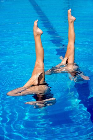 swimmers performance with legs outside water