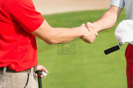 golfers shaling hands