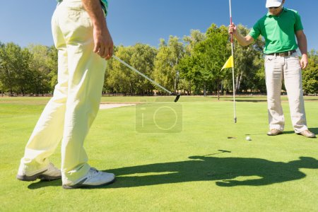 golfers friends during game