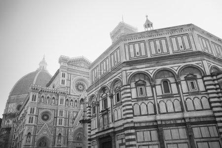 Photo pour Cathédrale et Baptistère de Florence - noir et blanc - image libre de droit
