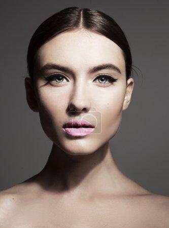 Foto de Mujer joven con rostro mujer hermosa piel limpia - Imagen libre de derechos